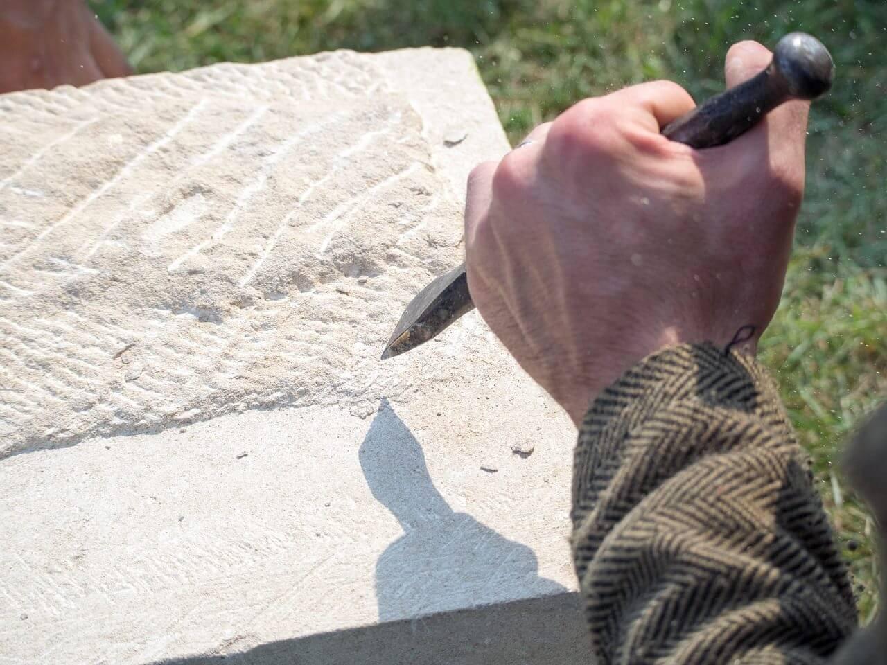 Pourquoi faire intervenir un tailleur de pierre chez soi